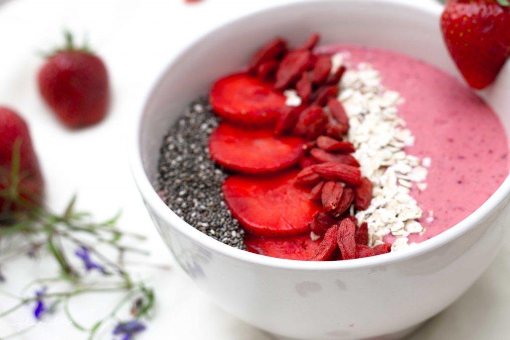 Smoothiebowl_Strawberry_Jolimanoli