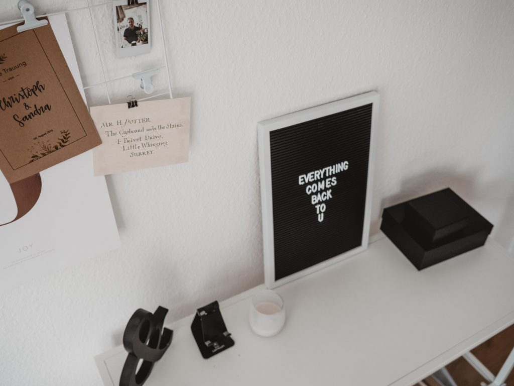 Home Office einrichten: Letterboard und Harry Potter Details